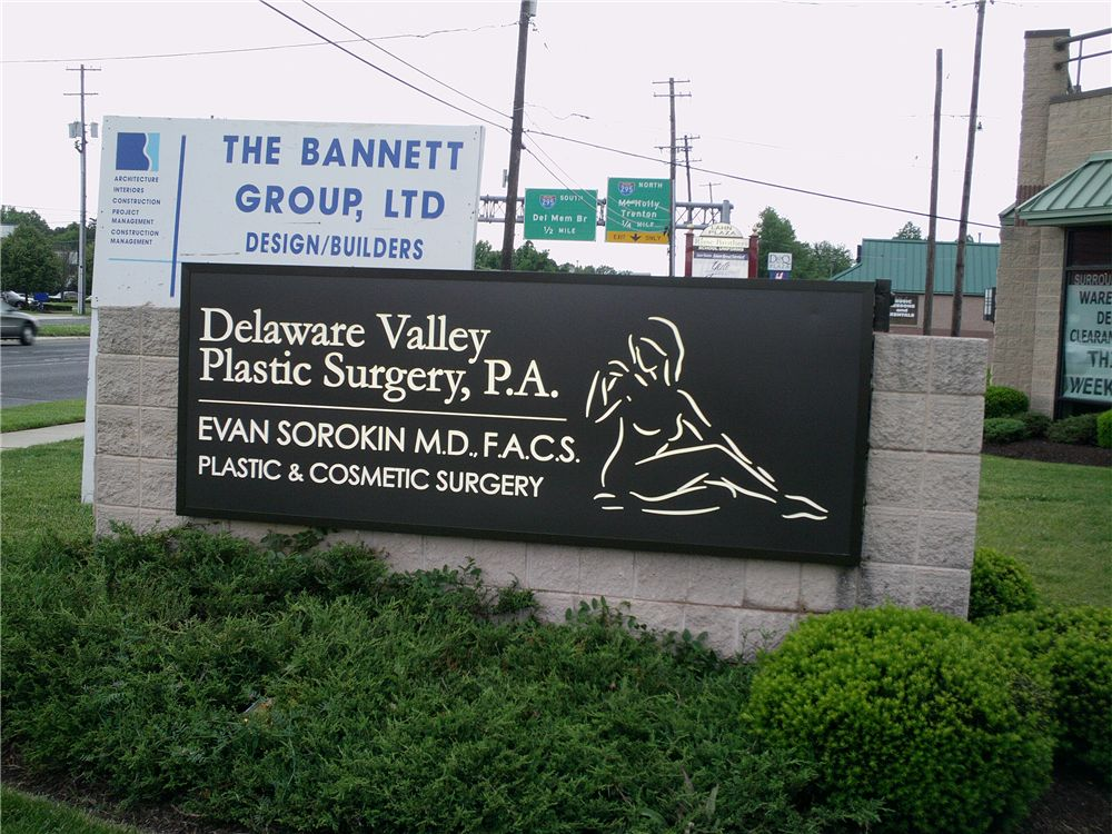 Monument sign - monument sign for plastic surgery office